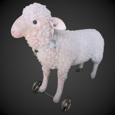 1906's STEIFF lamb with metal wheels & tiny button