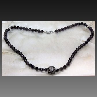 Vintage Exquisite Lovely Sterling Silver Onyx Bead Necklace