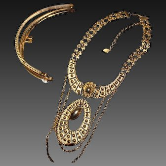 Illustrious Beautiful Gold Tone Embossed Etruscan Detailing Festoon Style Necklace