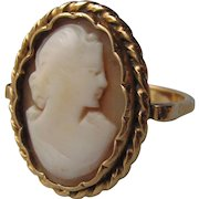18K gold ring with cameo.