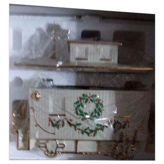 """Beautiful Lenox """"Holiday Junction"""" Caboose Centerpiece - Never displayed"""