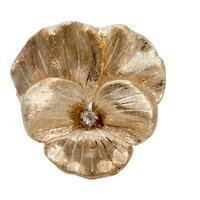 Beautiful Vintage Ladies 14K Yellow Gold Diamond Flower Brooch Pin