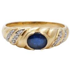 Vintage Ladies Blue Sapphire Diamonds 18K Yellow Gold Ring