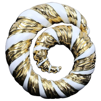 Vintage David Webb 18K Yellow Gold and White Ceramic Swirl Brooch