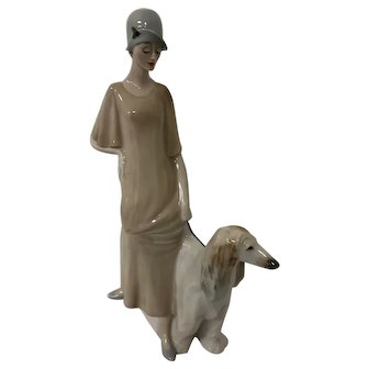 Royal Doulton Reflections Prominade 3072 Lady with dog