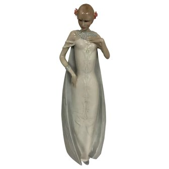 Royal Doulton Reflections Figurine 'DEBUT' 3046 dated 1985