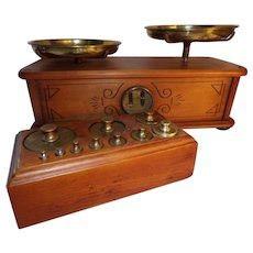 Apothecary Pharmaceutical Balance Scale with 10 weights in wooden box