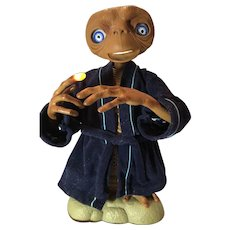 E. T. The Extra Terrestrial Animated Talking Figure Universal Studios