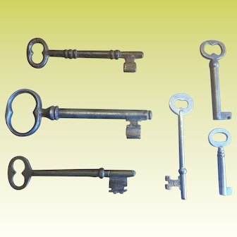 Lot of Six Vintage Skeleton Keys. Large Key is a 4 in Gate Key