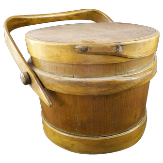 Antique Small American Shaker Firkin with Lid - Finger construction.