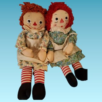Pair of 1950s Georgene Novelties Johnny Gruelle Raggedy Ann sisters, all original outfits, I LOVE YOU hearts