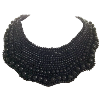 Beaded collar black with clasp back