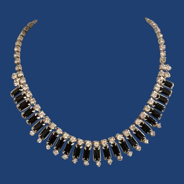 Magnificent vintage prong set rhinestone black and Clear necklace