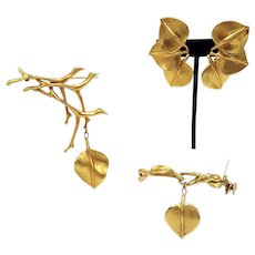 Modern and Organic Gold-Look Parure Including Clip-on Earrings, Bracelet and Brooch
