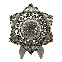 1980s Lustrous Six-sided Star-Look Rhinestone Brooch With Huge Center Stone