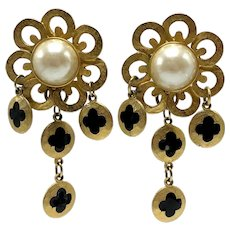 Faux Pearl Gold-look Scalloped Clip-on Drop Earrings