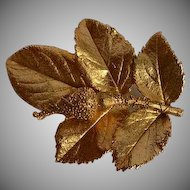 Vintage gold tone metal rose leafs & bud Brooch Pin