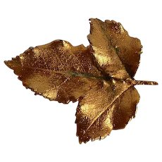 Vintage dimensional leafs Brooch Pin