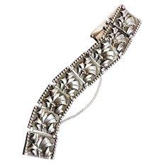 Vintage Sterling Silver bracelet. Flower design.