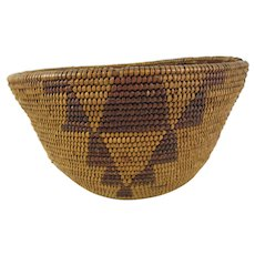 Antique Maidu Basket with Vertical Stacked Triangle Design, Geometric, Native American Indian, 6-1/2 inch Diameter, 3-1/2 inches Tall, circa 1880