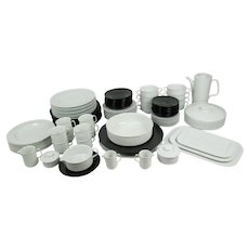 91 Piece Set of Tapio Wirkkala Rosenthal Variation / Studio Linie Porcelain, Service for 8 plus Serving Dishes