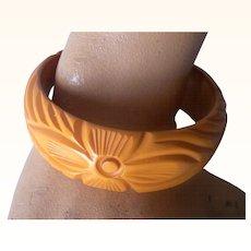 Vintage BAKELITE Bangle Carved Very Deeply Deep Cream Corn Bakelite Floral Motif Mint!