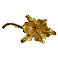 Vintage Iris Flower Brooch in 18k Yellow Gold with Pearl
