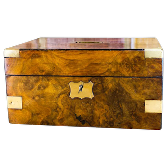 Figured Walnut Victorian Gents box c.1850