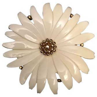 Monet White Daisy with Gold Tone Center Brooch