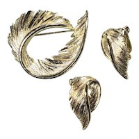 Softness of Down Forged in Shining Lisner Goldtone Feathery Brooch