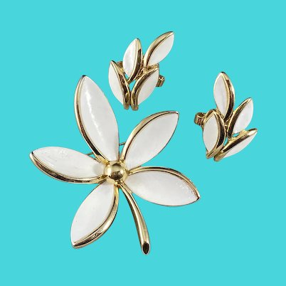 White on Goldtone Trifari Demi Parure Brooch and Earrings