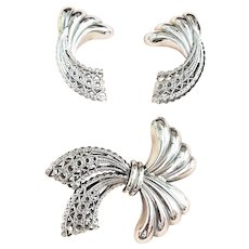 Beautiful  Bow Silvertone Pin Brooch Set with Pretty Matching Clip On Earrings
