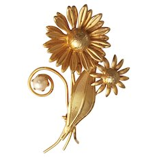 FLOWERS Goldtone Pin Brooch with Pretty Faux Pearl