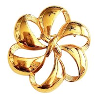NAPIER signed Pretty Flower Goldtone Brooch