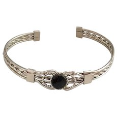 Beautiful Wire Twist Designed Silvertone Cuff Bracelet with Black Stone