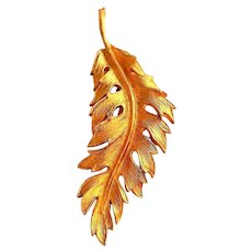 CORO 1981 signed  Stunning Leaf Goldtone Pin Brooch