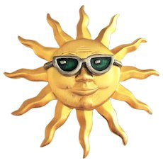JJ signed Cute Goldtone Happy Sunshine Pin Brooch with Cool Green Sunglasses