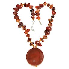 Sparkling Polished Amber Color Stone Necklace and Pendant