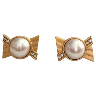 MONET  signed  Goldtone with Faux Pearl Clip On Earrings