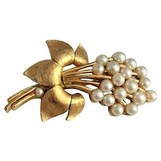 CROWN TRIFARI  Goldtone Flower Pin Brooch