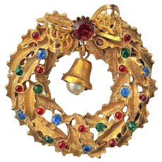 Vintage Christmas Wreath Pin Brooch with a Little Bell