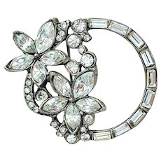 Beautiful Silvertone Flower Circle Rhinestone Pin Brooch