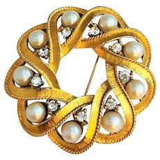 CROWN TRIFARI - Goldtone Circle Pin Brooch with Faux Pearls and Rhinestones