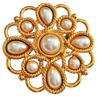 50% OFF - NAPIER - Pretty Goldtone Flower Pin brooch with Faux Pearls