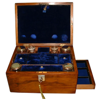 Inlaid Walnut Vanity – Dressing – Jewelry Box c1875