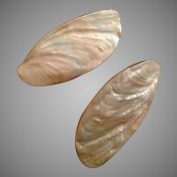 Bergere Creamy Iridescent clip earrings