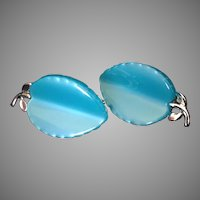 Lisner Thermoset Plastic Turquoise leaf clip earrings