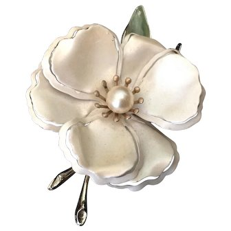 Pearly White Enamel Flower Pin with Incised Petals