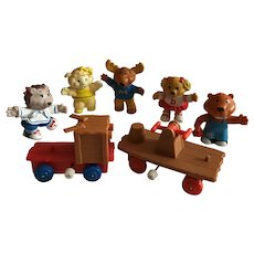 Vintage 1984 Get Along Gang figures and wind up railroad cars
