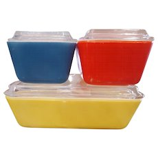 PRIMARY COLORS Pyrex refrigerator set
